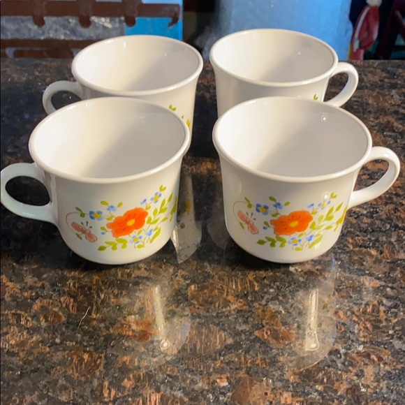 4 Corelle Wildflowers 8 oz tea Cups